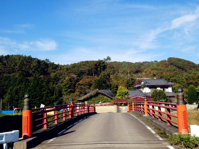 Kesokuji red bridge