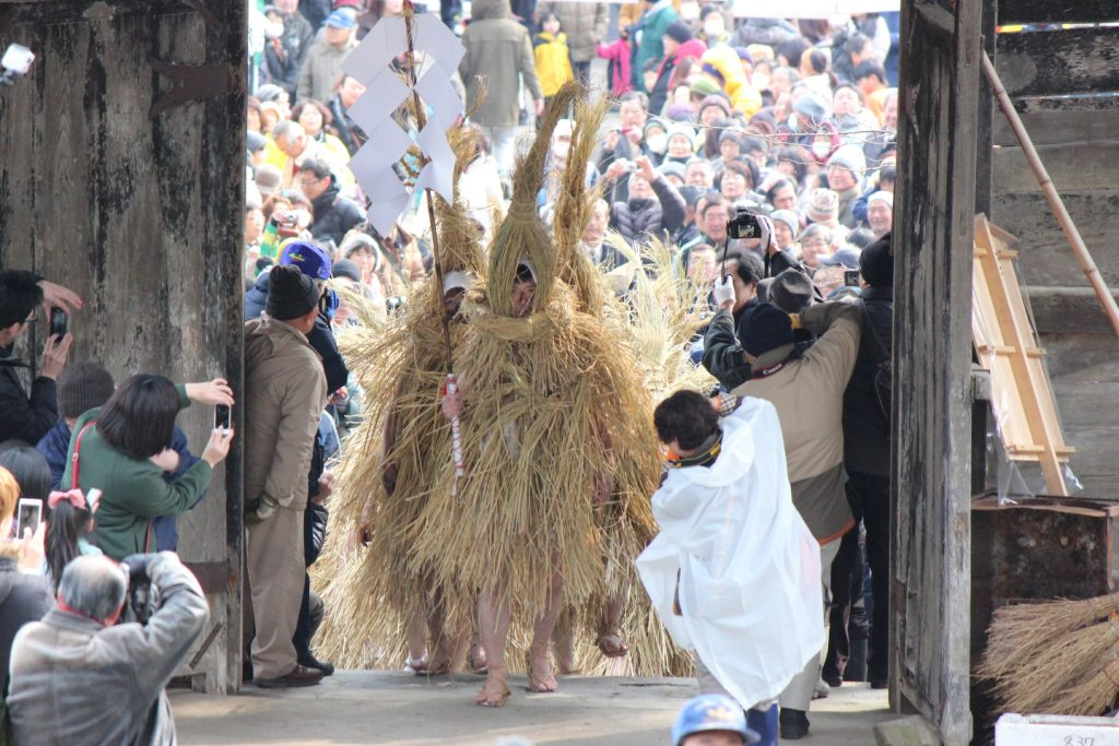 people taking photos of visiting deities of Mizukaburi